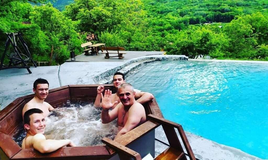 Чан для купания в горах Крыма